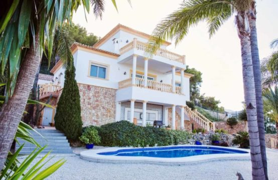 PRO1246<br>Spectacular Villa with stunning unobstructed views.