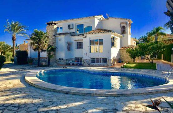 PRO1889A<br>Encantadorchalet con preciosas vistas al mar y al castillo