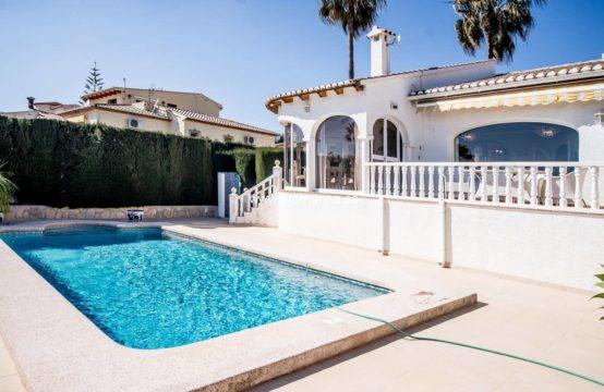 PRO2203C<br>Confortable villa de style méditerranéen située à Calpe