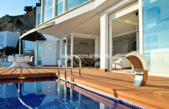 PRO2367<br>Impressionnante villa récemment construite à Altea